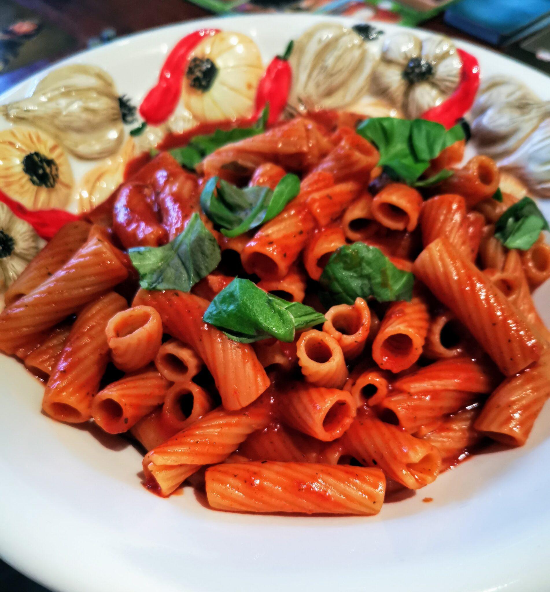 Nudel in Tomatensoße